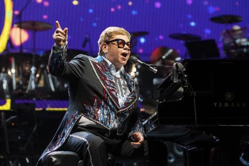 Elton John durante su concierto en el Wizink Center de Madrid.
