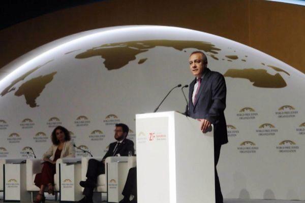 El Delegado del Estado en el Consorcio de la Zona Franca de Barcelona, Pere Navarro, durante el acto de inauguración del Congreso Mundial de Zonas Francas, este jueves, en Barcelona.