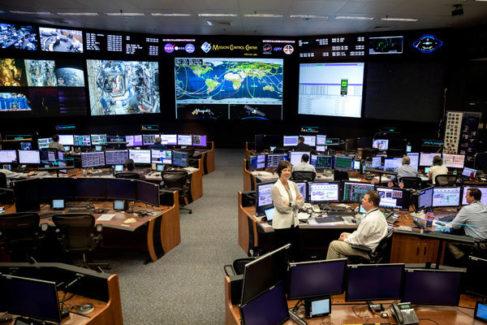 Viaje al corazón de la NASA: así es la famosa sala de control de Houston