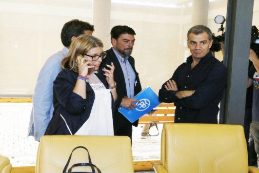 Mari Carmen Sánchez y Toni Cantó (Cs) negocian conLuis Barcala y Carlos Mazón (PP).