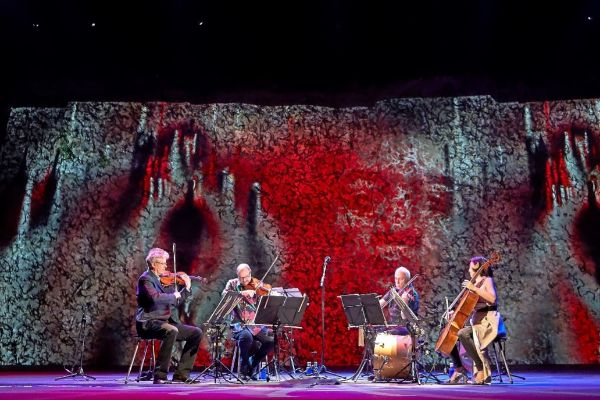Los integrantes del Kronos Quartet anoche en la actuación inaugural del Grec.