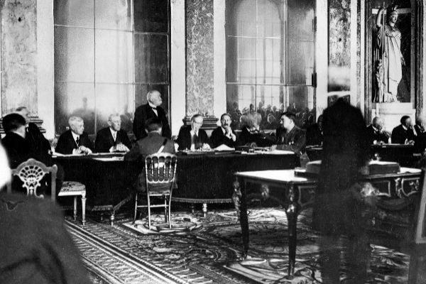 Cien años de Versalles: ganar una guerra, perder la paz