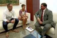 El presidente del Parlamento de Navarra, Unai Hualde, con los socialistas María Chivite y Gonzalo Araluce