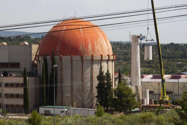 Trabajos de desmantelamiento en la central nuclear de Zorita.