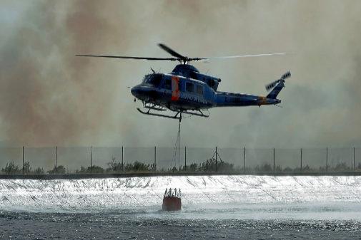 Labores de extinción en el incendio de Tarragona