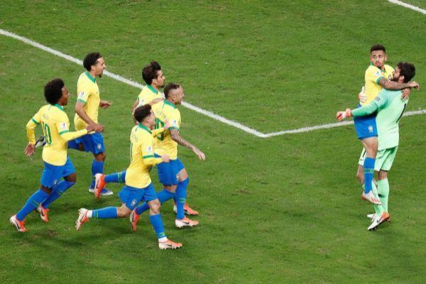 CAF19235. PORTO ALEGRE (<HIT>BRASIL</HIT>).- Gabriel Jesús (2-i) y...