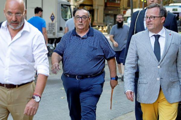 El representate de futbolistas Santos Márquez, llegando ayer al juicio.