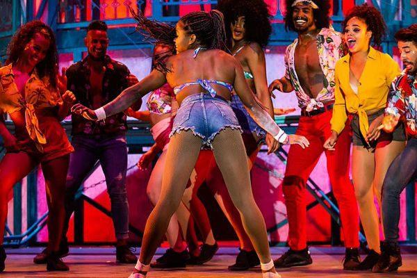Un grupo de bailarines durante uno de los números de 'Hotel Habana Show'.