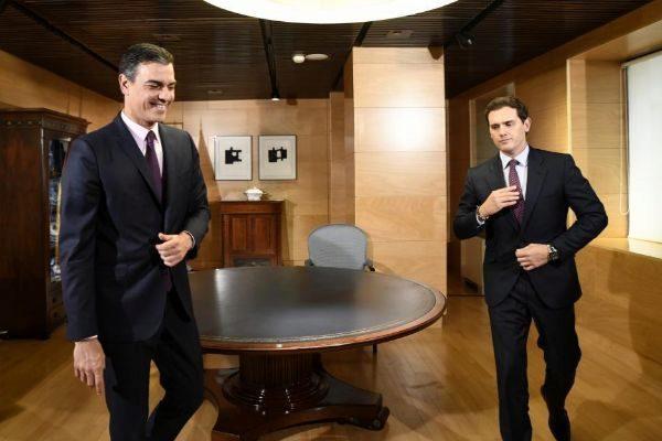 El presidente del Gobierno, Pedro Sánchez, reunido con el líder de...