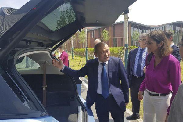 La ministra de Industria, Reyes Maroto, en una visita reciente a China.