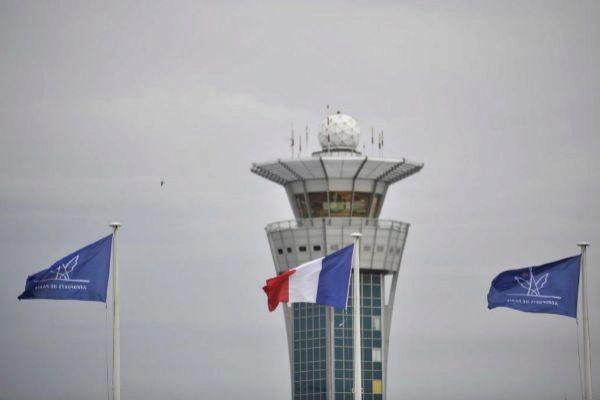 La torre de control del aeropuerto francés de Orly.