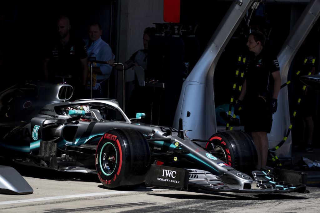 Hamilton abandona el garaje de Mercedes en Spielberg.