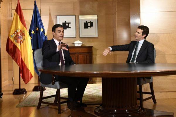 Reunión de Pedro Sánchez  y Pablo Casado en La Moncloa.
