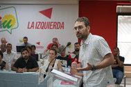 El nuevo coordinador de IU en Andalucía, Toni Valero, durante su intervención tras ser elegido.