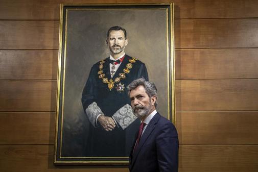 Carlos Lesmes, en un acto en Valencia, ante un cuadro de Felipe VI