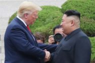 Imagen del encuentro en Corea del Norte entre Trump y Kim Jong Un.