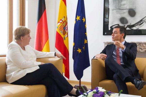 Pedro Sánchez se reúne con la canciller alemana Angela Merkel.