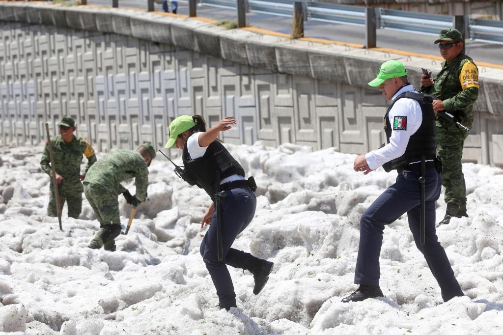 Son escenas nunca vistas, menos aún en Guadalajara. Parece nieve, es...