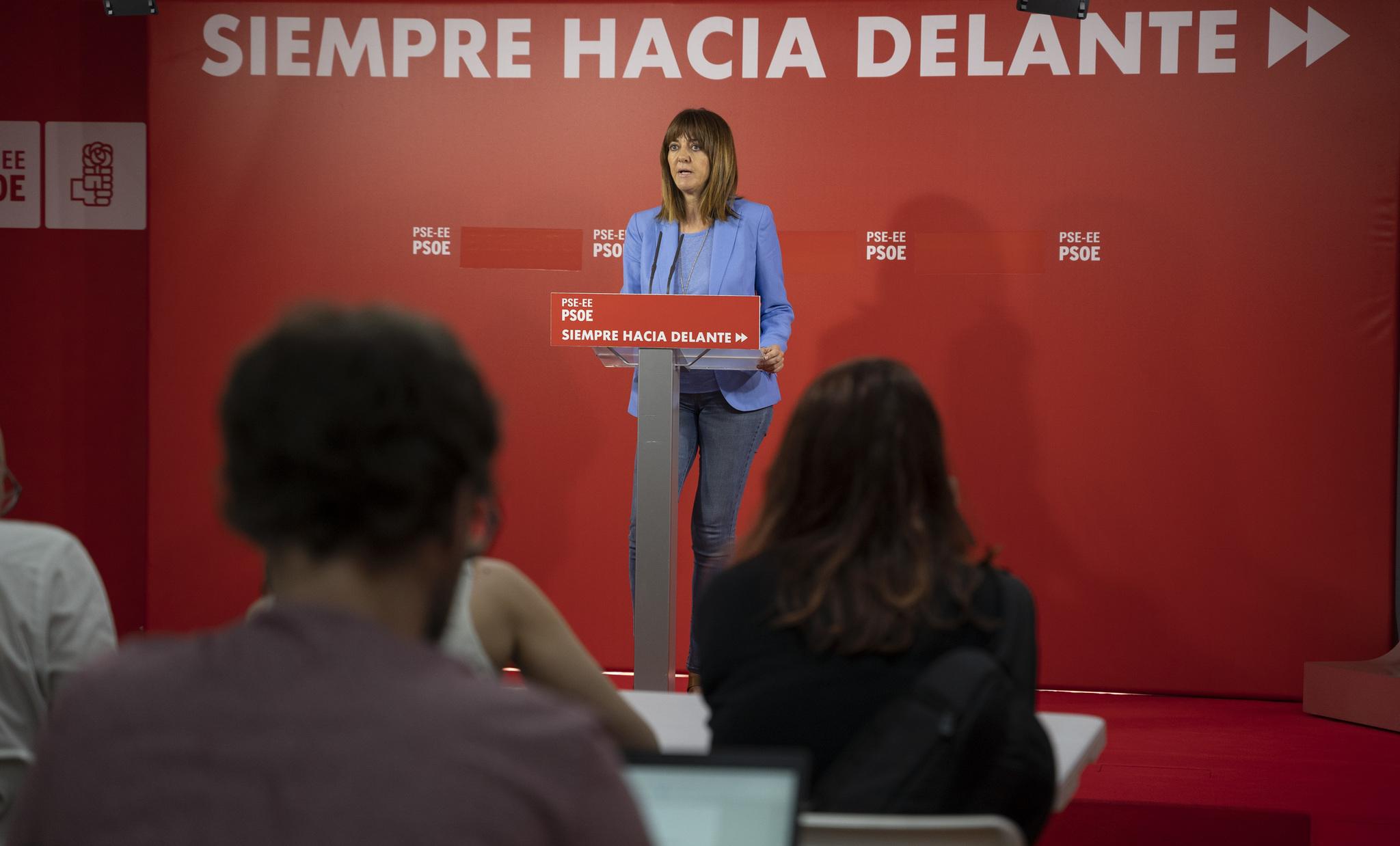 La secretaria general del PSE-EE Idoia Mendia en su comparecencia ante los medios.