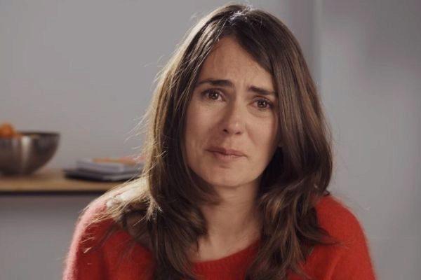 Susana (Anna Allen) en Paquita Salas, serie de Netflix en la que la actriz reaparece
