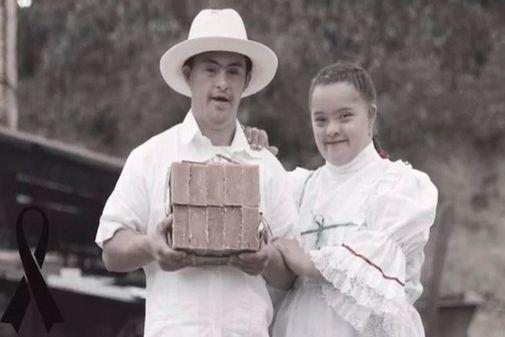 Albeiro Ruíz de Chacón junto a una amiga.