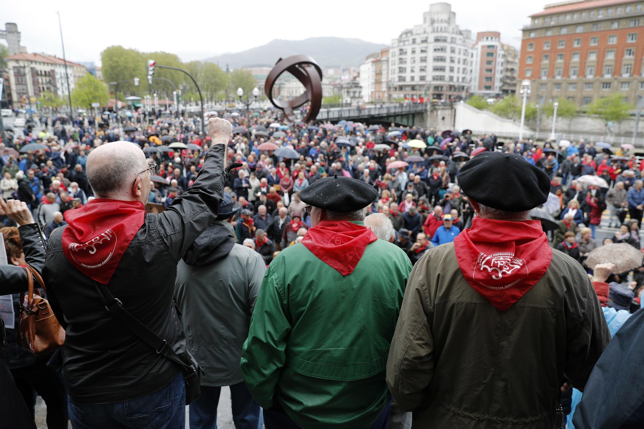 Pensionistas durante una de las tradicionales movilizaciones de los lunes en Bilbao.