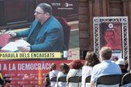 Simpatizantes de Oriol Junqueras escuchan su intervención final en el juicio del 1-O celebrado en el Supremo.