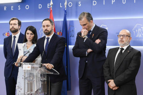 De izq. a dcha.: Iván Espinosa de los Monteros, Macarena Olona, Santiago Abascal, Javier Ortega-Smith y Francisco José Alcaraz
