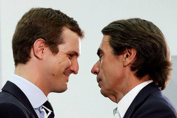 Pablo Casado y José María Aznar, ayer, en la apertura de los cursos de verano de Faes.