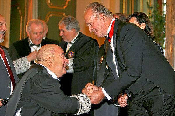 Eduardo Fungairiño saluda a Juan Carlos I en 2008, durante el acto de apertura del Año Judicial que presidió el Rey en el Supremo.
