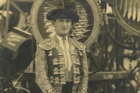 El torero gay y judío que triunfó en España y murió olvidado en una residencia de Nueva York