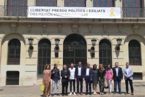El alcalde de Lleida, Miquel Pueyo, con concejales de ERC, el Comú y JxCat.
