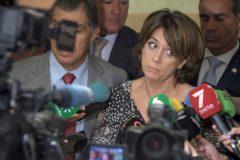 La ministra de Justicia, Dolores Delgado, atiende a los medios este lunes en la Audiencia de Cádiz.