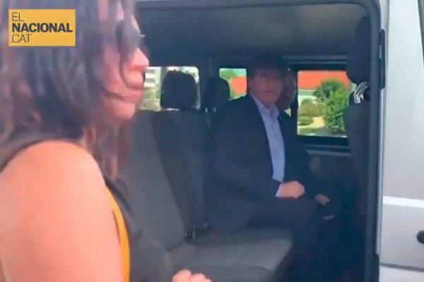 Carles Puigdemont, en el interior de un taxi en el que amagó con ir a Estrasburgo.