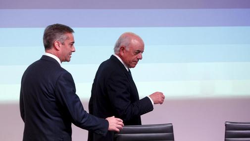 Ángel Cano (izqda.) y Francisco González, como consejero delegado y presidente de BBVA en la presentación de resultados de 2013.