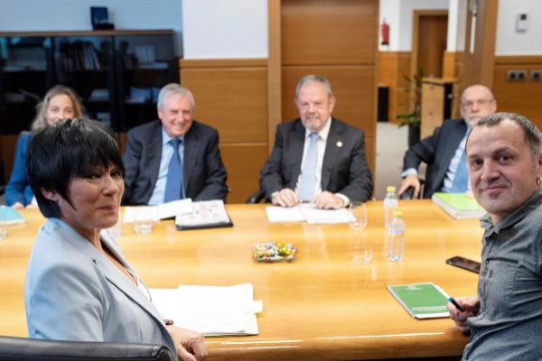 Maddalen Iriarte y Unai Urruzuno en la reunión con Azpiazu.