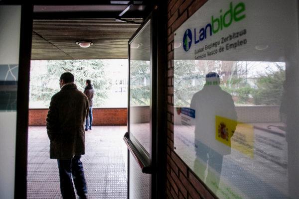 Euskadi tiene 2.530 parados menos y 4.130 afiliados más