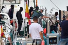 Llegada de inmigrantes al puerto de Almería tras ser rescatados en aguas del Mar de Alborán.