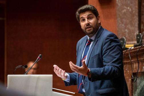 El candidato del PP y presidente en funciones de Murcia, Fernando López Miras, durante su intervención.