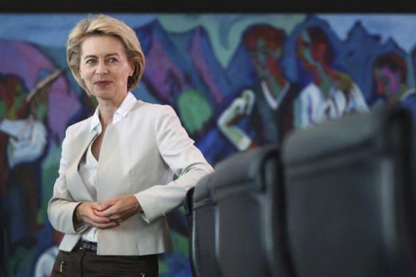 German Defence Minister <HIT>Ursula</HIT> von der Leyen attends the...