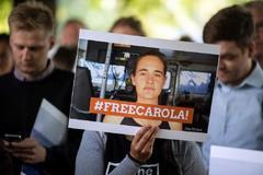 Cartel de apoyo a Carola Rackete durante una vigilia en Colonia.