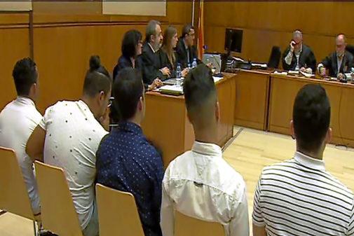 Tres de los sietes acusados, ayer en la Audiencia Provincial de...