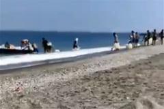 Así se abastece a las narcolanchas: a plena luz del día y en playas llenas de bañistas