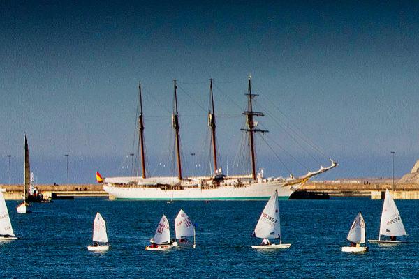 El buque escuela 'Juan Sebastián Elcano' en una pasada visita a Getxo.