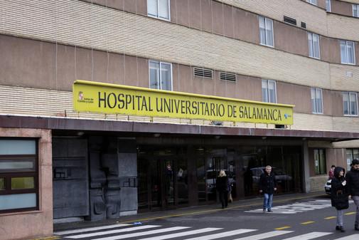 Vista de una de las entradas del Hospital Universitario de Salamanca.