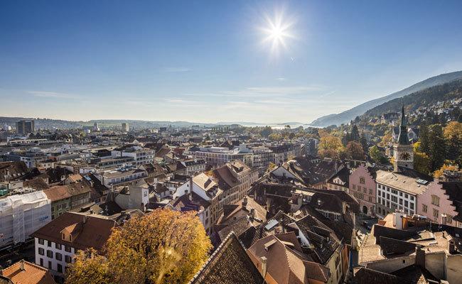 Biel, la ciudad suiza de los relojes donde se hablan 70 idiomas