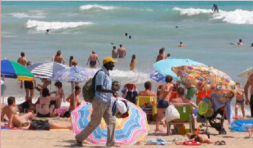 En las playas de Peñíscola se concentran muchos vendedores.