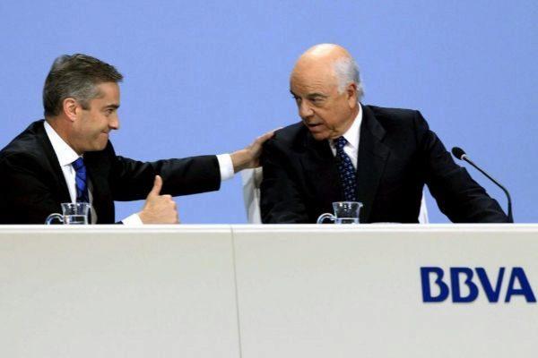 Francisco González, ex presidente del BBVA, junto al ex consejero...