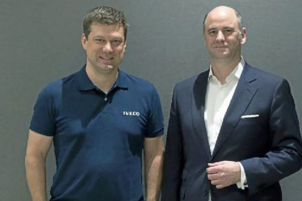 Gerrit Marx, presidente de la división de vehículos industriales y especiales; y Hubertus M. Mühlhäuser, consejero delegado de CNH Industrial
