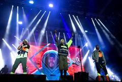 """GRAF8244. BARCELONA.- Los miembros del grupo de hip hop estadounidense """"The Black Eyed <HIT>Peas</HIT>"""" (i-d) Apl.de.ap, Taboo y wll.i.am, durante el concierto de la primera jornada de la décima edición del Festival Cruïlla ofrecido esta noche en Barcelona."""